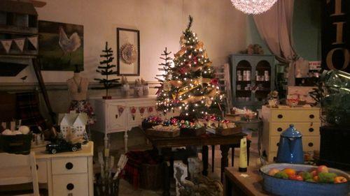 Shop Christmas 056 (800x450)